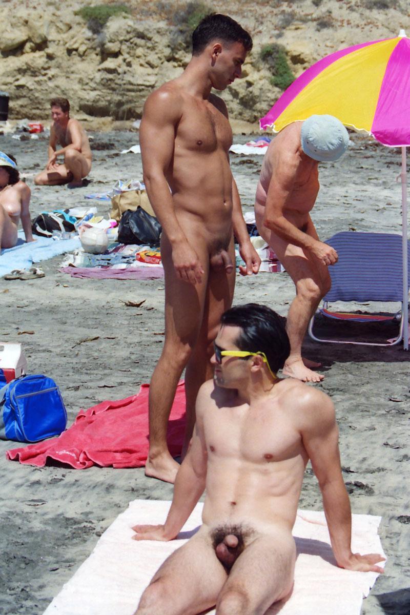 2 гомика на пляже