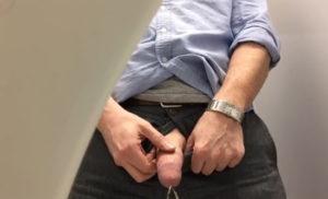 hung pissing
